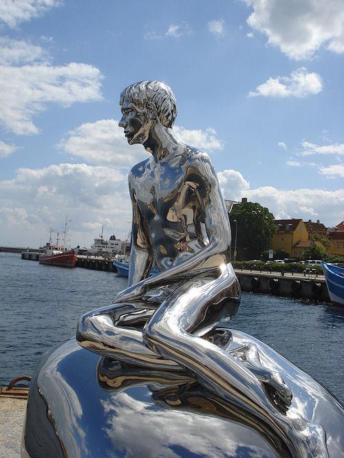 skulpturen han i helsingør
